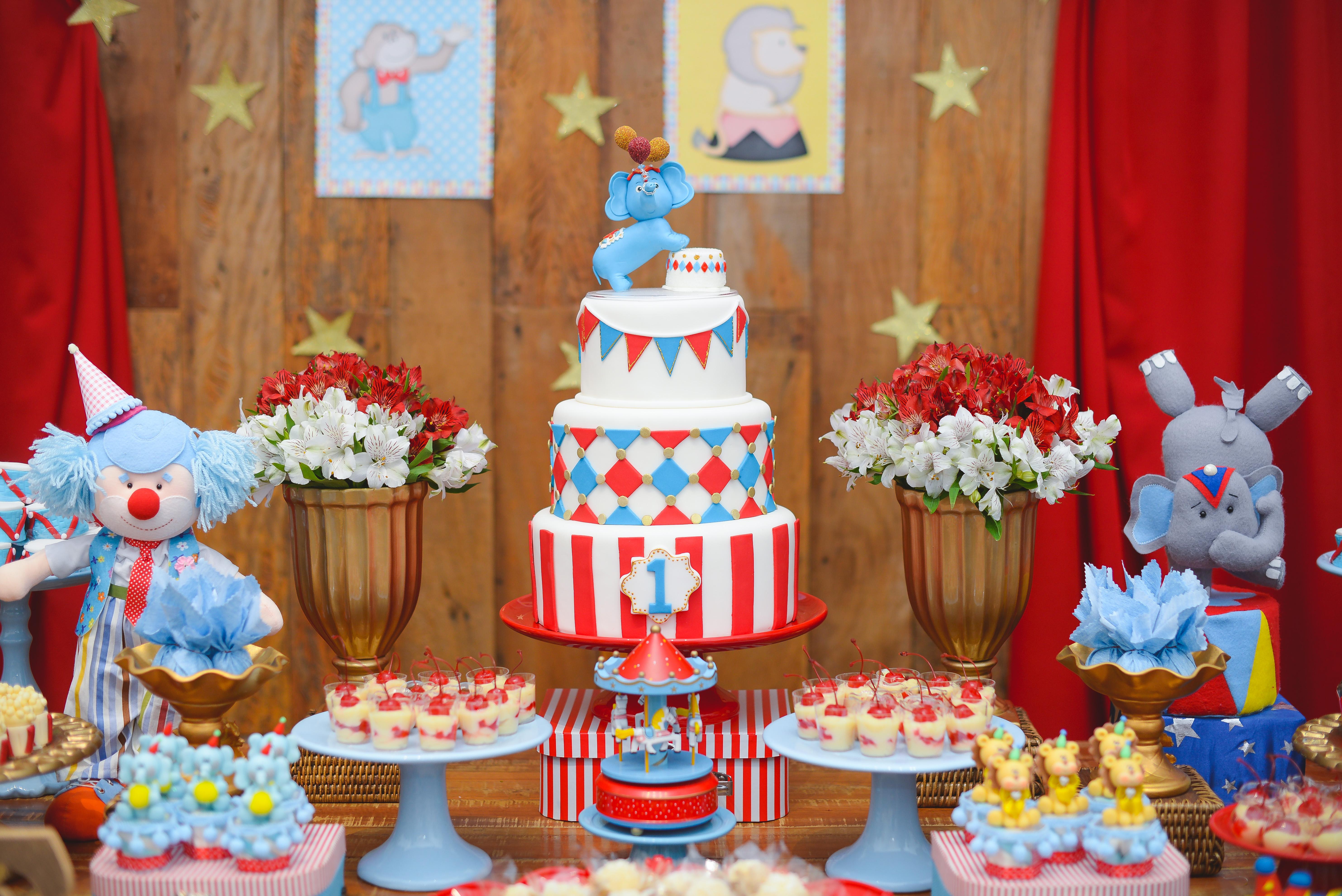 Festa Circo Vintage Em Vermelho E Azul Um Ano Do Felipe