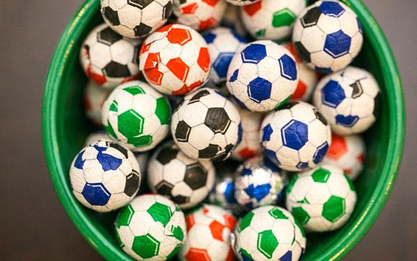 5e829ad64 Festa Copa do Mundo - decoração com tema futebol - Sacada de mãe
